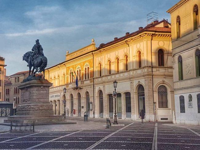 Piazza Garibaldi da Via silvestri
