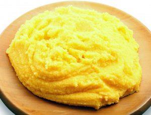 La polenta, piatto tipico della cucina polesana