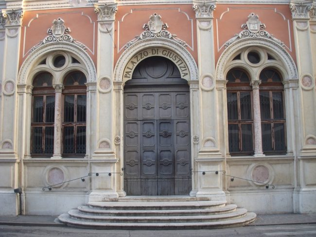 Il palazzo di giustizia in via Verdi a Rovigo