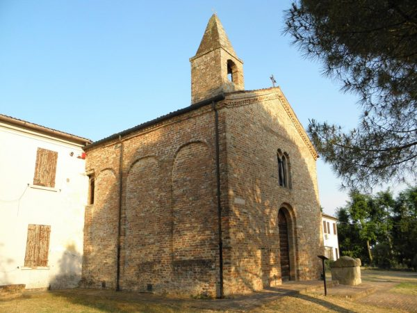 La chiesa di San Basilio, luogo dello show de Le Ebbanesis