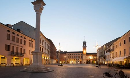 Rovigo la Piazza Grande come luogo di ritrovo e svago