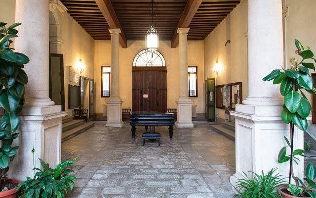L'ingresso di palazzo Venezze