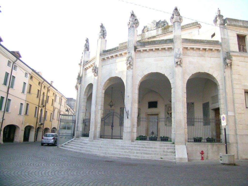 Via Cavour la strada dove si trova uno degli ingressi di Palazzo venezze