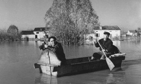 800px Barca Improvvisata Alluvione Del Polesine (1951)