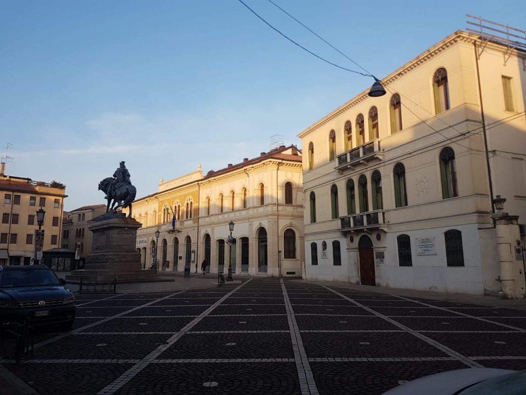 piazza garibaldi dove sorgeva ex palazzo pretorio