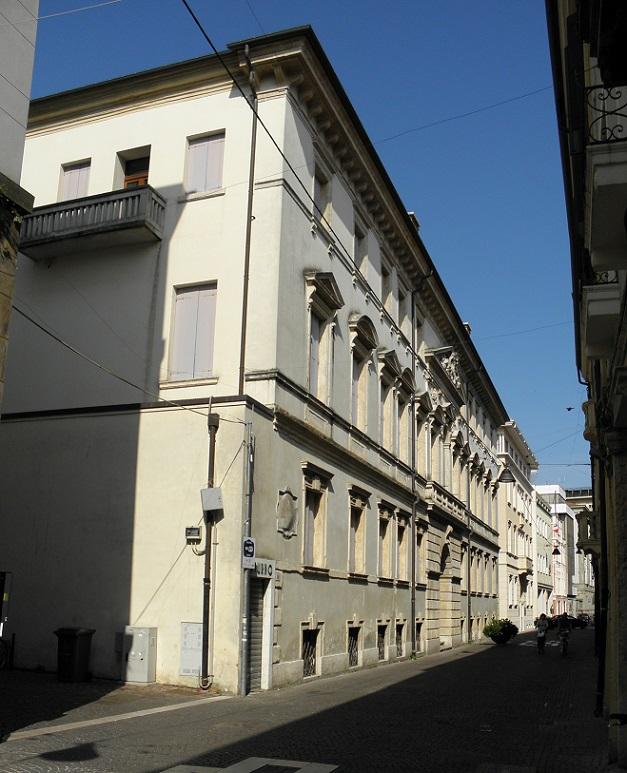 Paolo Avezzù e Palazzo Angeli