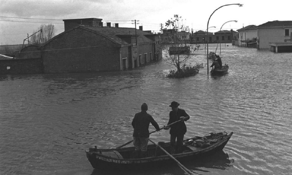 Le Acque Del Po Invadono I Borghi Alluvione Del Polesine (1951) Wiki