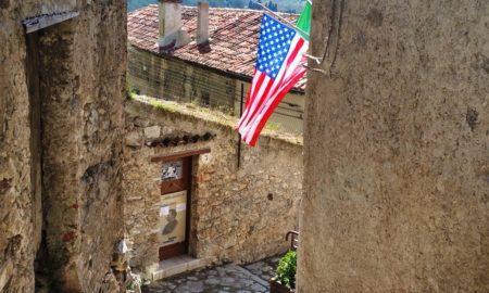 Casa di Joe Petrosino con la bandeira americana