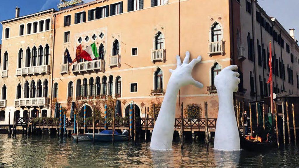 Lorenzo Quinn per la Biennale di Venezia 2017