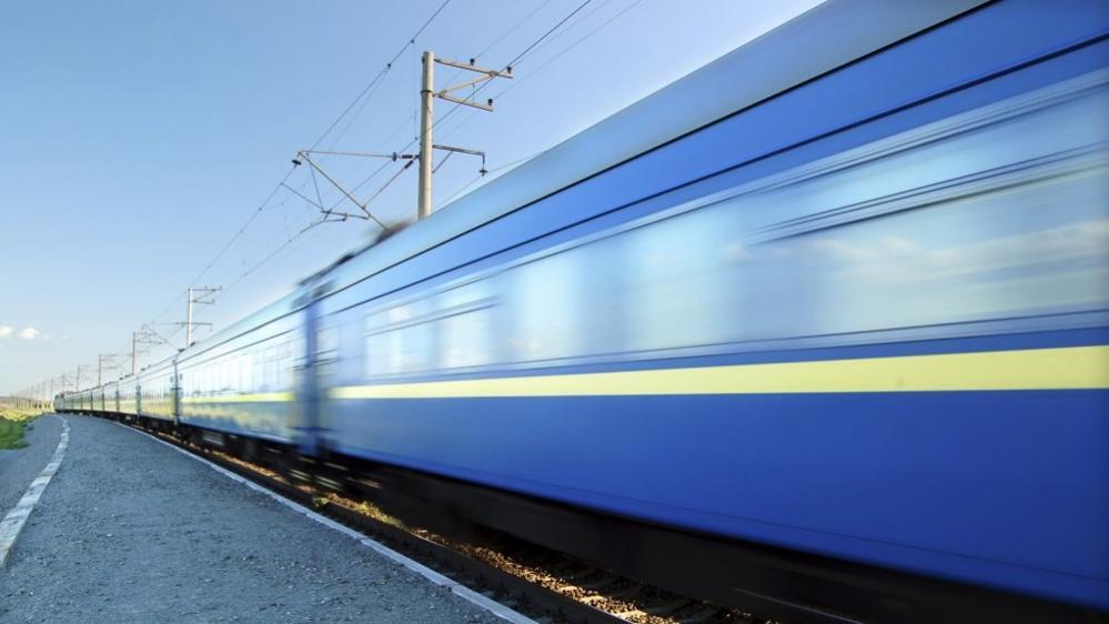 un treno in corsa