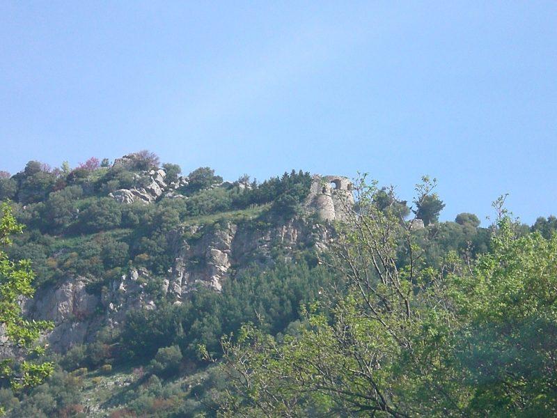 Monti del Cilento – Castello di Capaccio Vecchio (foto tratta da wikipedia)