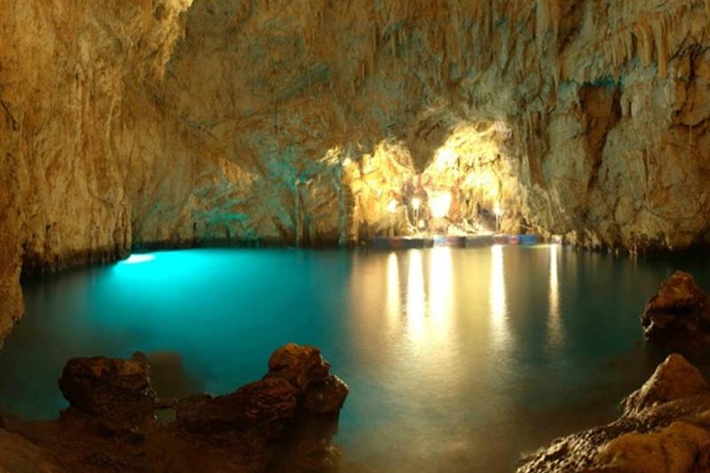 Conca dei Marini - Grotta dello smeraldo illuminata