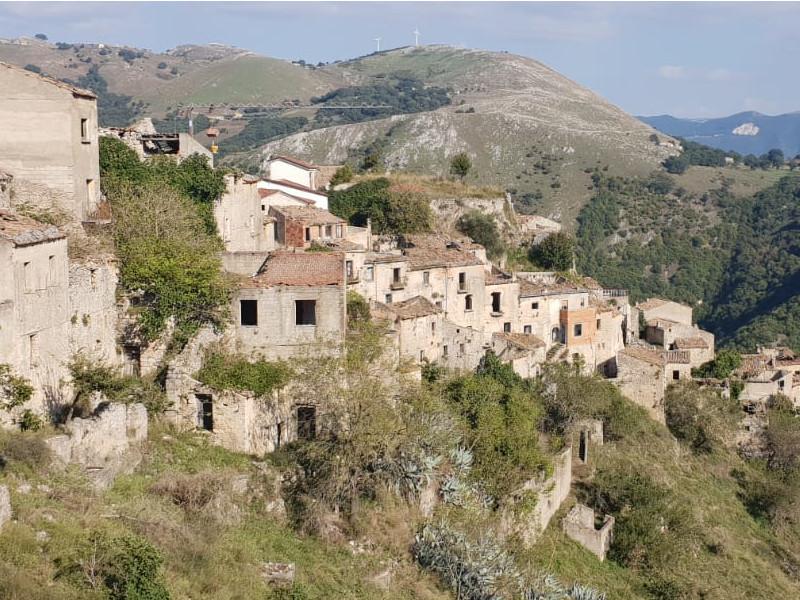 Romagnano al Monte sulle montagne al confine della Campania