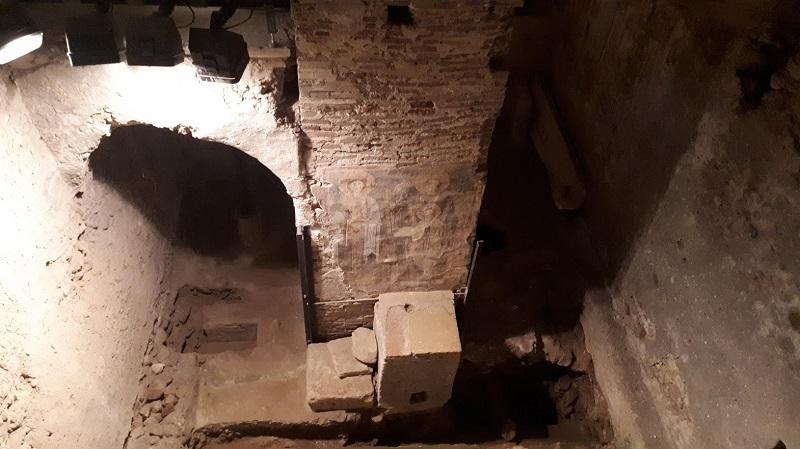 Scavi di San Pietro con parete affrescata