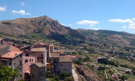 Caggiano - Vista del monte di Capo La Serra