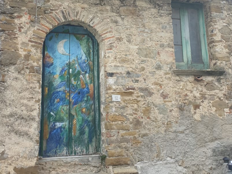 Piano Vetrale e i dipinti su strade e portoni