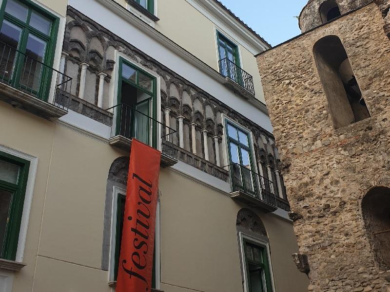 L'antico Palazzo Fruscione dove saranno consegnati i premi a Salerno Letteratura Festival e per la mostra di Bowie