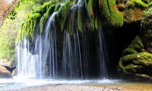 Le Cascate dei Capelli di Venere scendono rigogliose dalle fronde