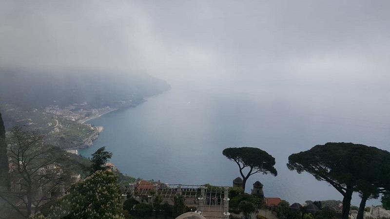 Vista nebbiosa dalla città di Ravello