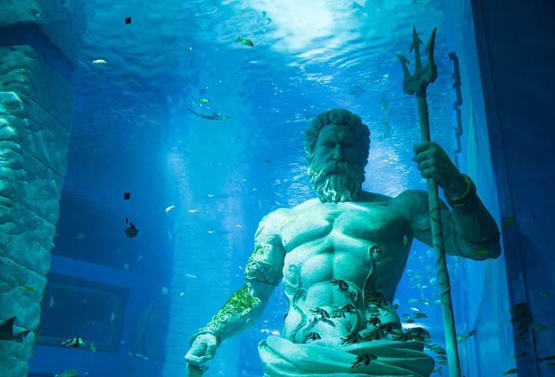 I due fratelli - statua di Poseidone