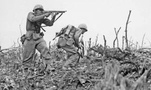 Sbarco - Soldati intenti a combattere