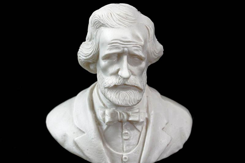 Teatro Verdi - Statua del compositore