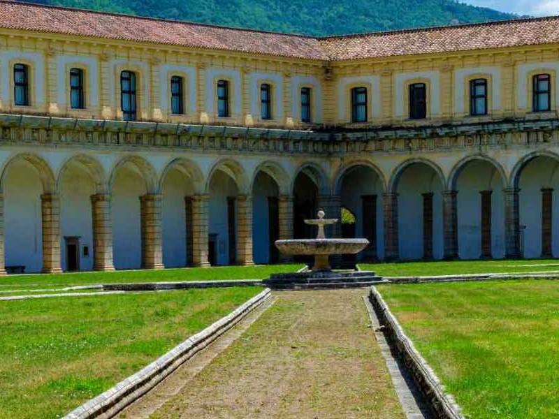 La certosa - la parte esterna della certosa di San Lorenzo