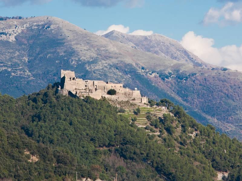Castello di Arechi appollaiato sulla montagna