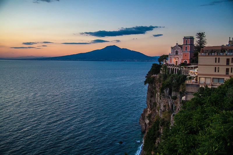 Sense 8 - Vista della costiera Amalfitana
