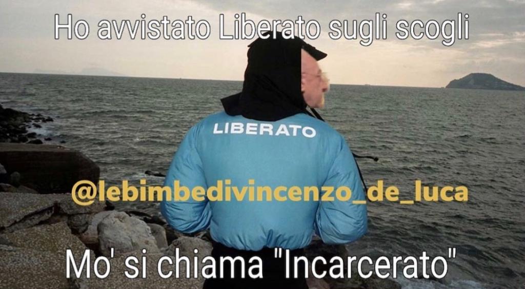 Vincenzo De Luca con la maglia di Liberato
