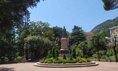 Statua a Giovanni Nicotera