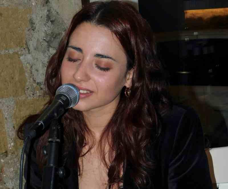 Anita Galdieri Durante Unesibizione Canora