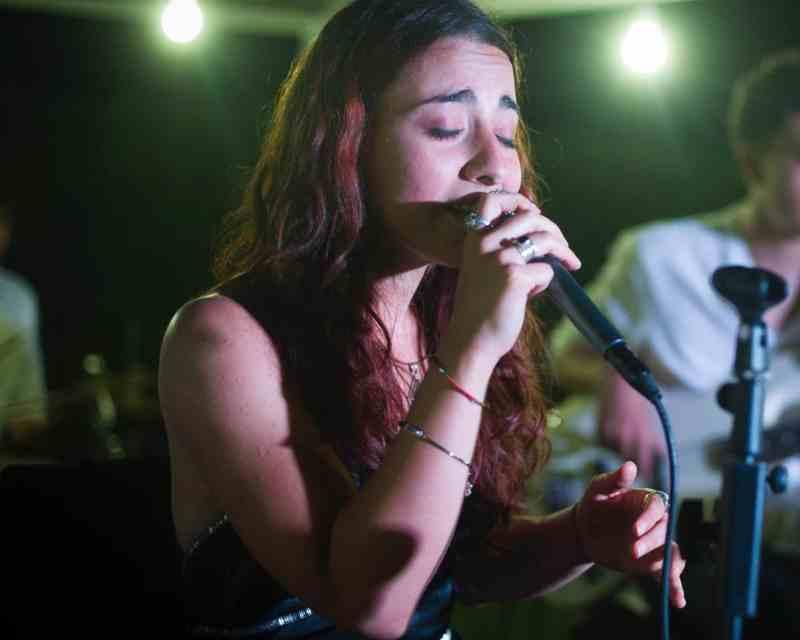La Cantante Anita Galdieri Durante Una Esibizione