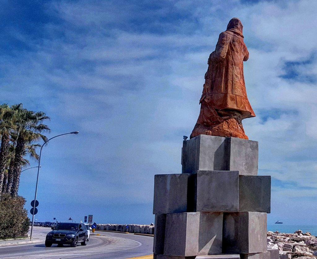 Una vista della statua de Il Pescatore