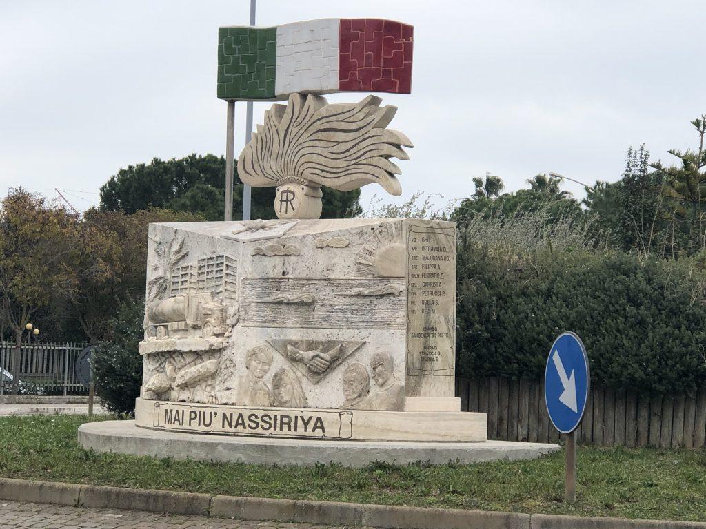 Caduti di nassiriya - lato del monumento