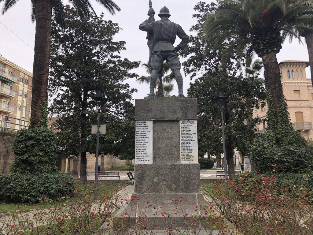 monumento - Parte Retrostante