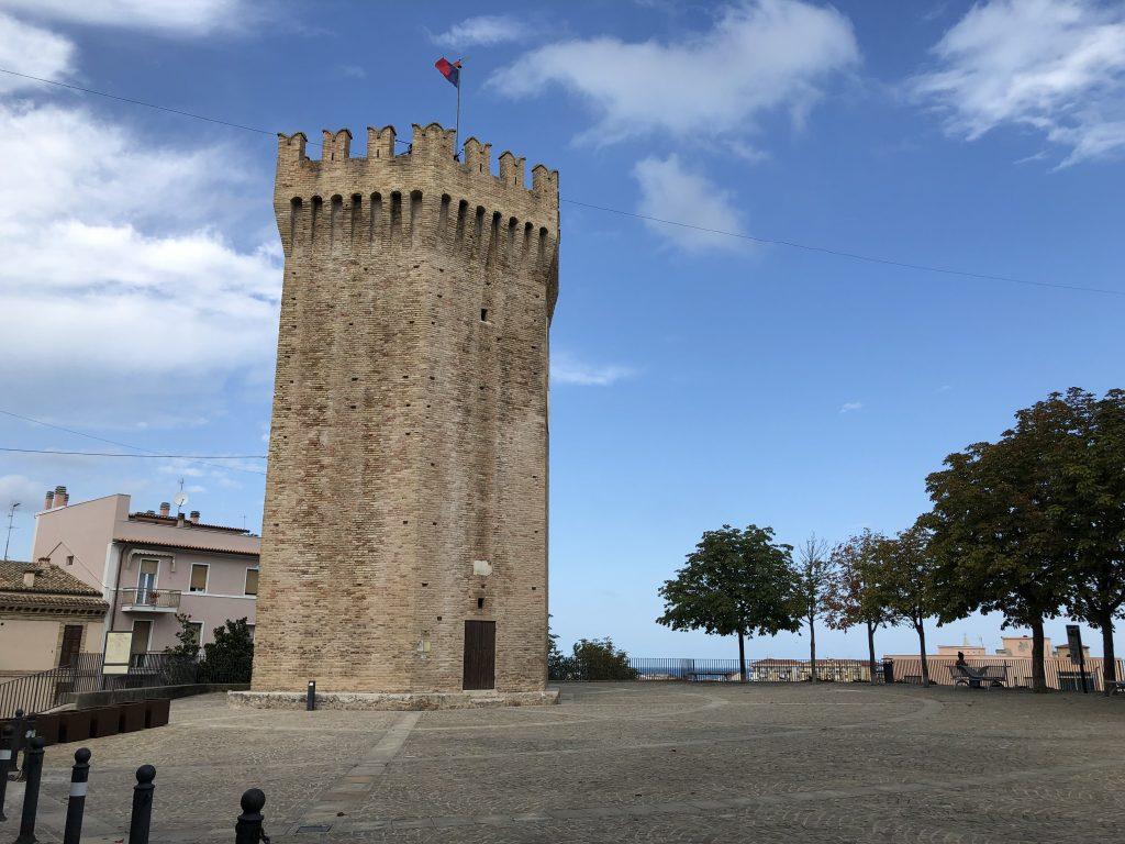 La Torre Dei Gualtieri In Piazza Sacconi