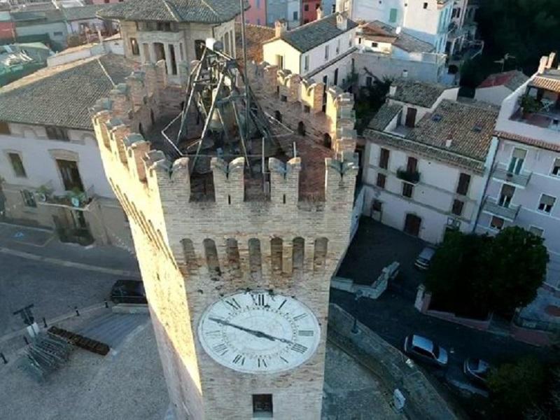 Visuale Delle Campane Sulla Torre Dei Gualtieri