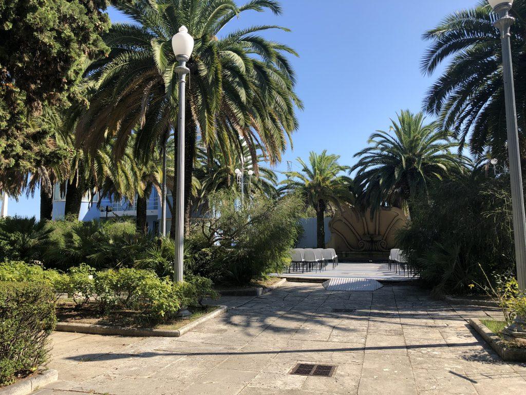 La fontana a conchiglia e il giardino della Palazzina Azzurra