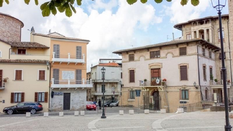 Piazza Giuseppe Sacconi Verso Il Vescovado