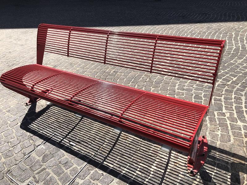 La Panchina Rossa Lato