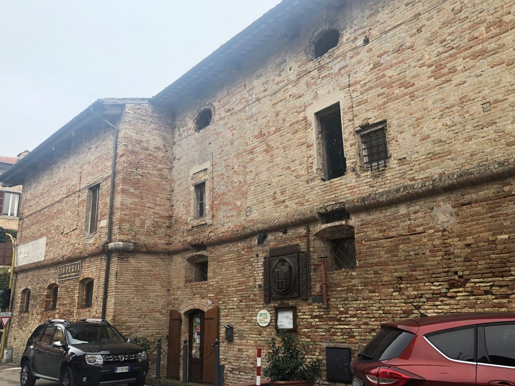 Caserma e Torre Guelfa: immagine della Caserma pontificia
