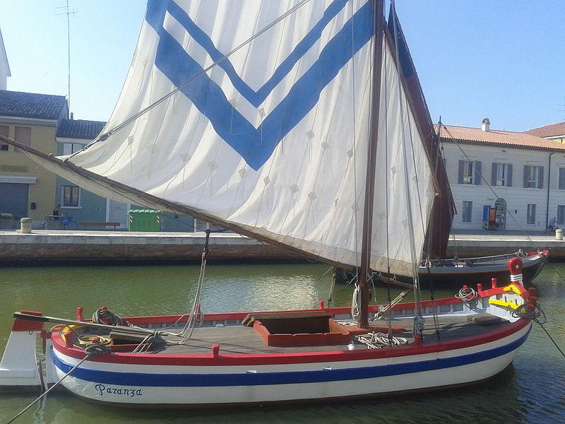 Imbarcazione Utilizzata Per Pescare Il Pesce Per La Frittura Di Paranza