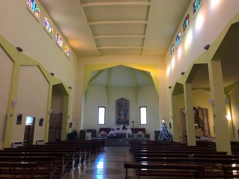 Interno Chiesa Sacra Famiglia 1