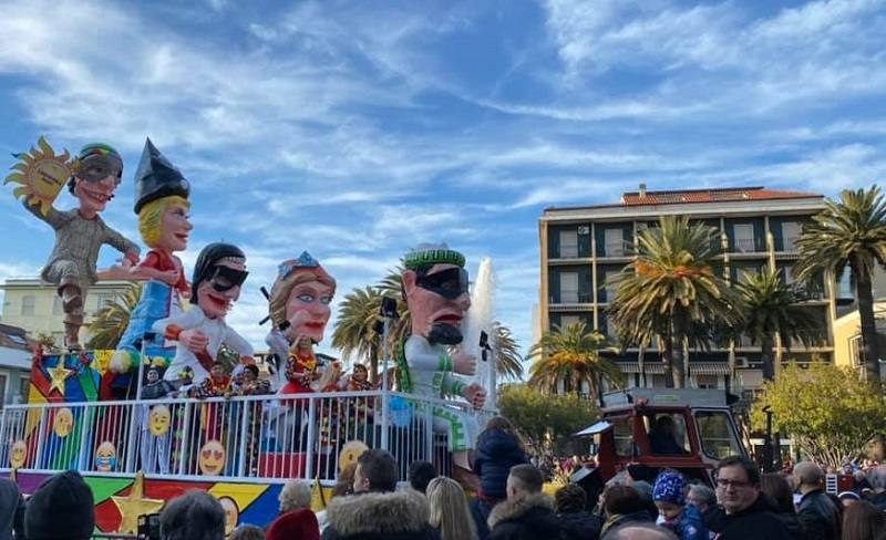 Un Carro Di Carnevale