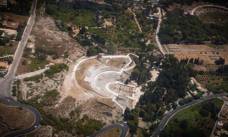 Zona Archeologica Di Siracusa Veduta Aerea, il Colle Temenite come sua parte integrante