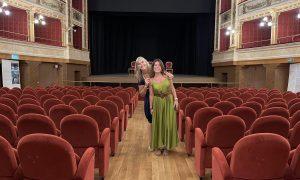 Nella Foto Da Sinistra Le Volontarie Anna Vicentini E Chiara Vezil