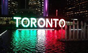 Ma sei Italiano. Il simbolo di Toronto veste il tricolore.
