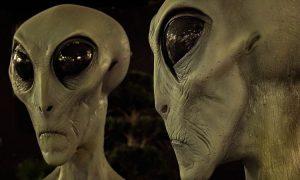 Base Aliena Sotto Il Lago Ontario - due alieni