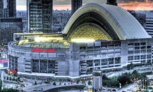 Rogers Centre. Lo spettacolare impianto sportivo al tramonto.